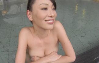 【ポロリ見えた?】巨乳美女がタオルなしで温泉入浴!これをお茶の間で放送!テレビ東京の英断! 画像23枚